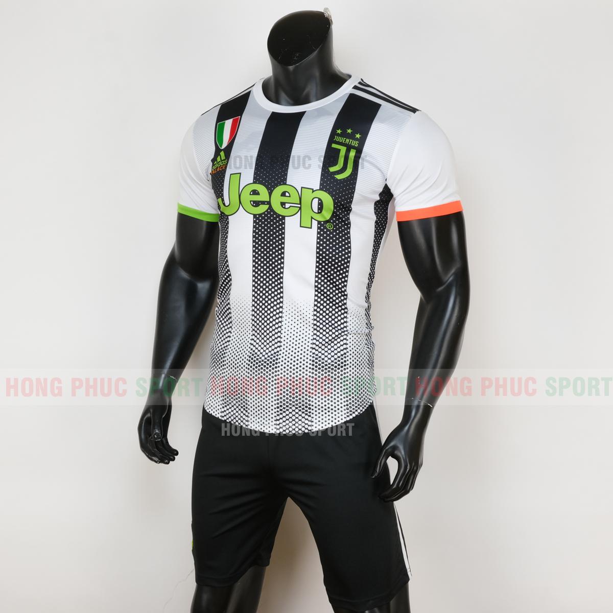 Mẫu áo đấu thứ tư chính thức của Juventus 2019 2020 màu trắng quần đen 1