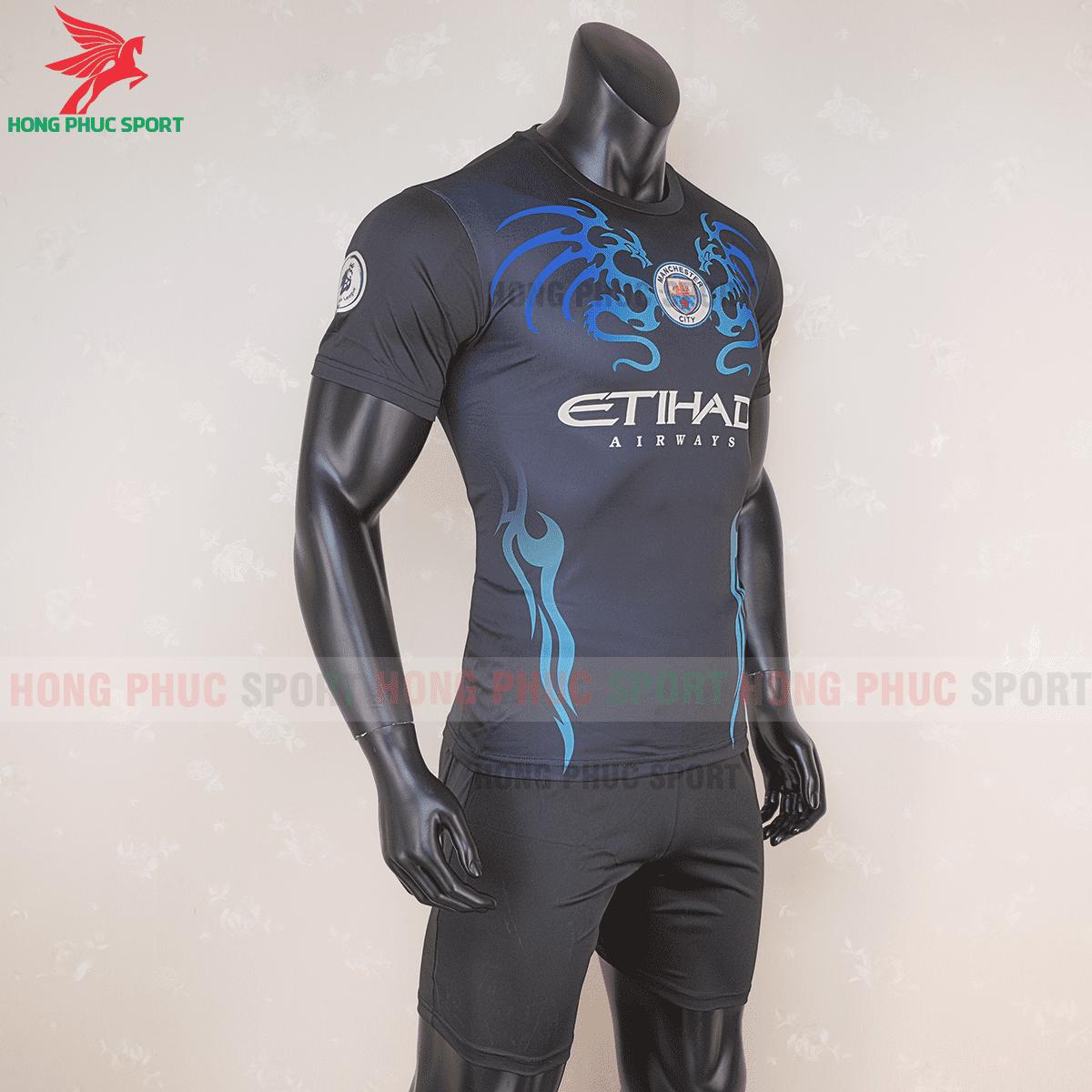 Áo đáu Manchester City 2020 2021 mẫu thứ 3(phải)