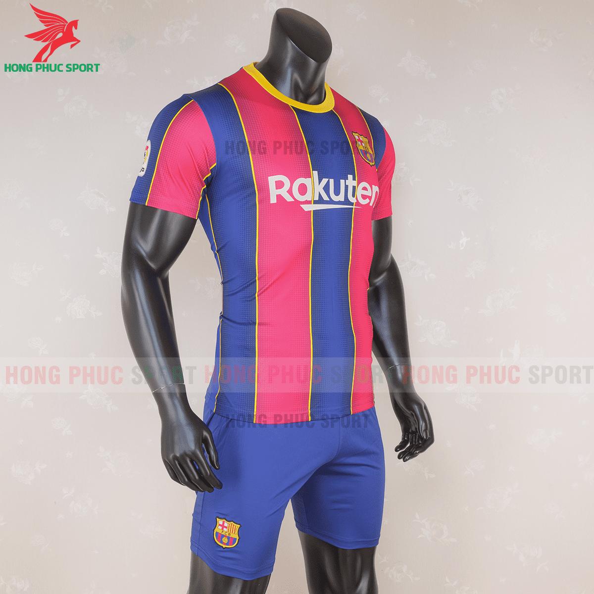 áo đấu Barcelona 2020 2021( phải)