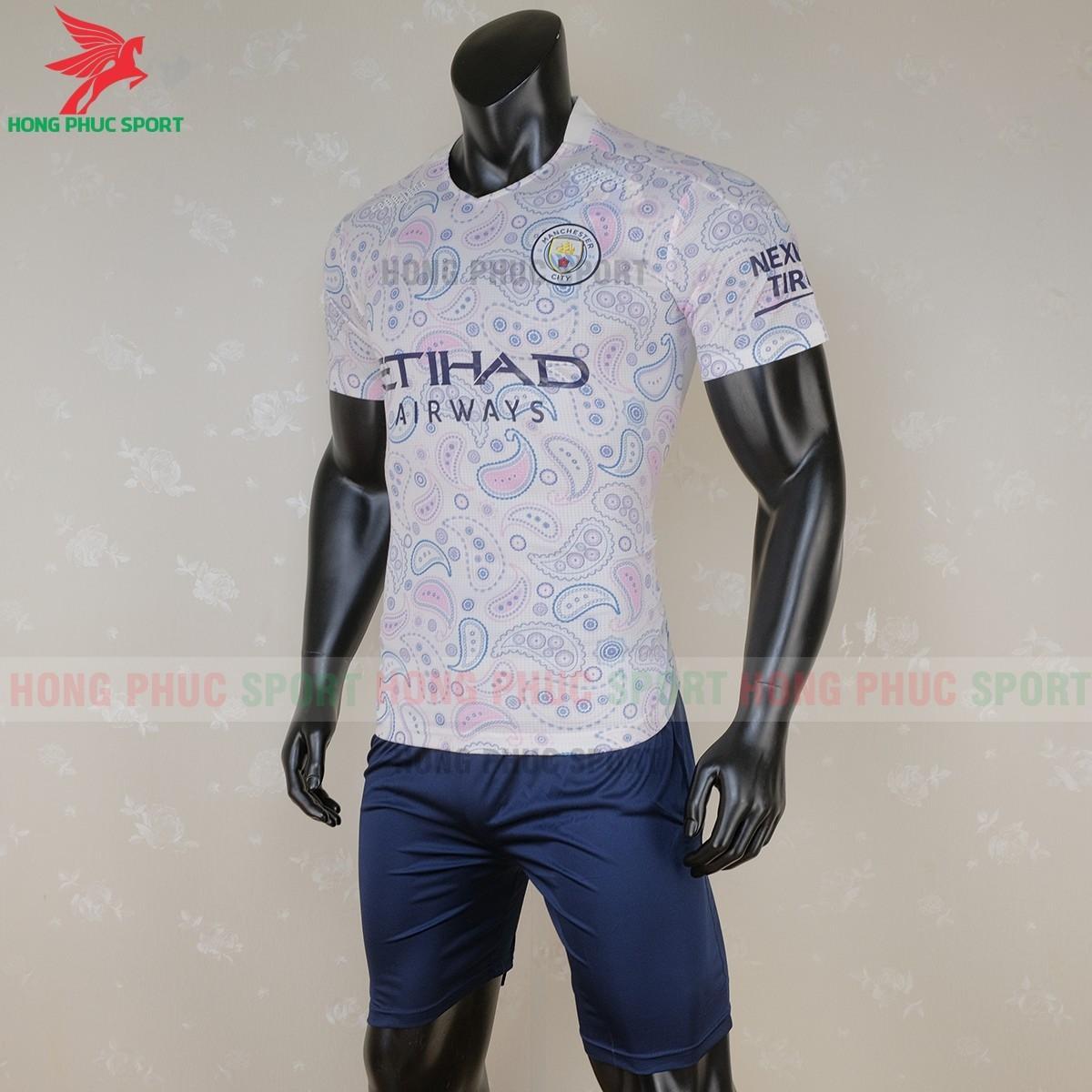 Áo đáu Manchester City mẫu thứ 3(trái)