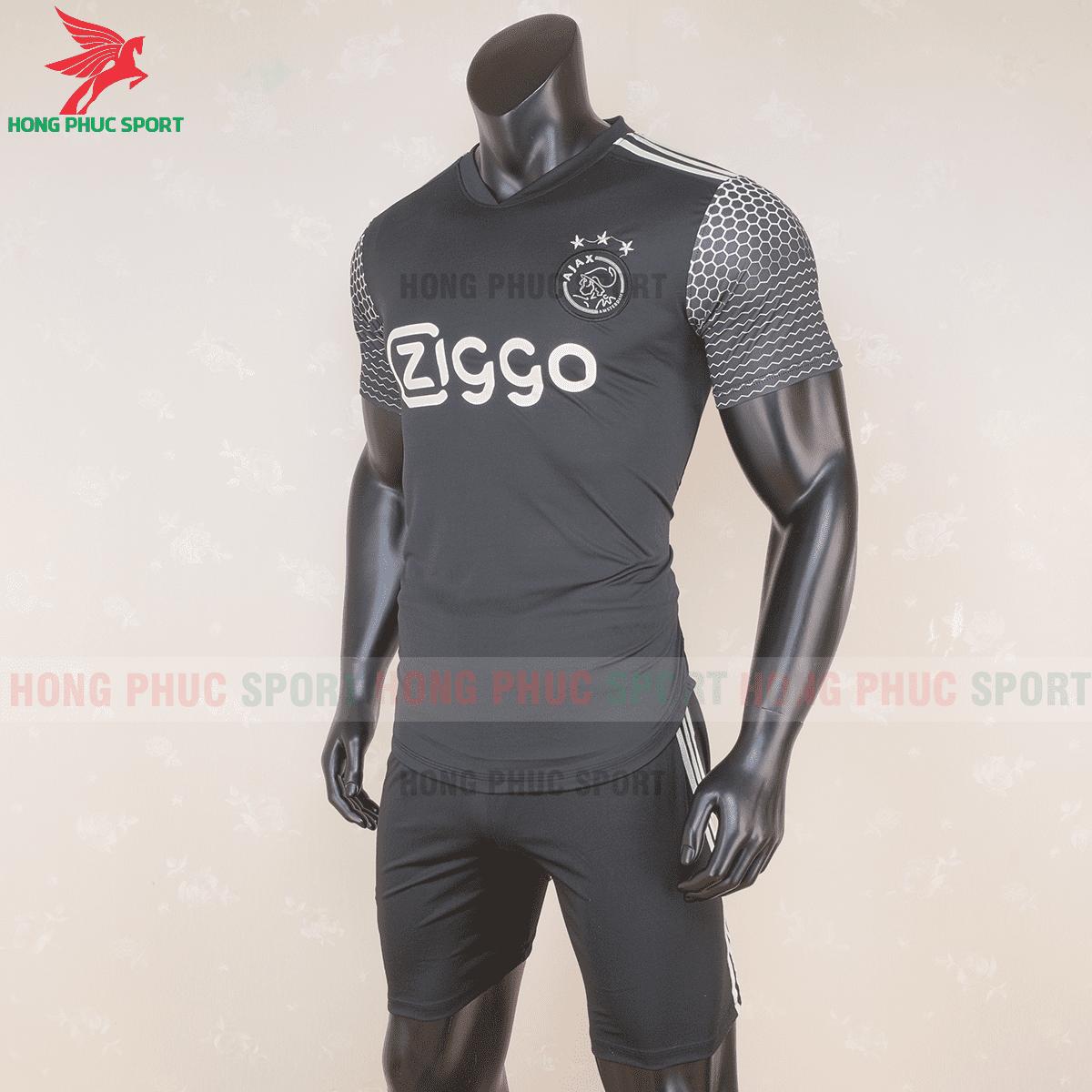Áo đấu Ajax Amsterdam 2020 2021 mẫu thứ 3(trái)