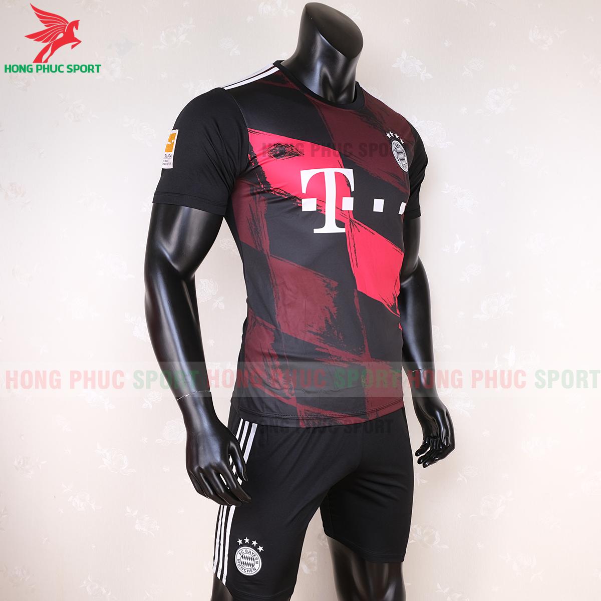 Áo đấu Bayern Munich 2020 mẫu thứ 3 (phải)