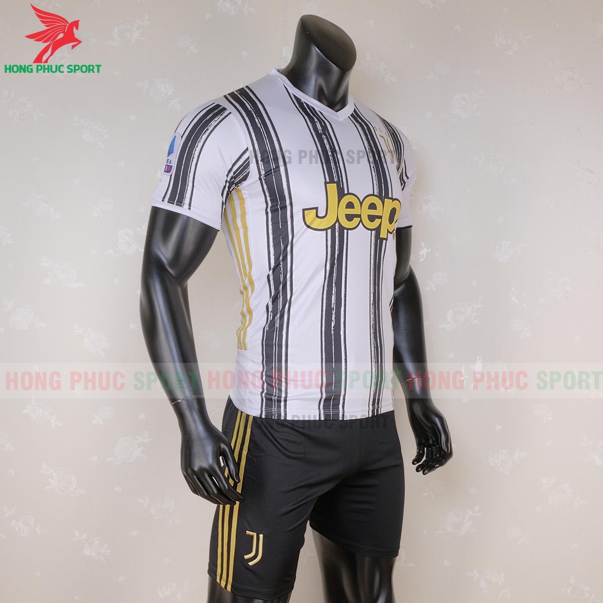 Áo đấu Juventus 2020 sân nhà (phải)