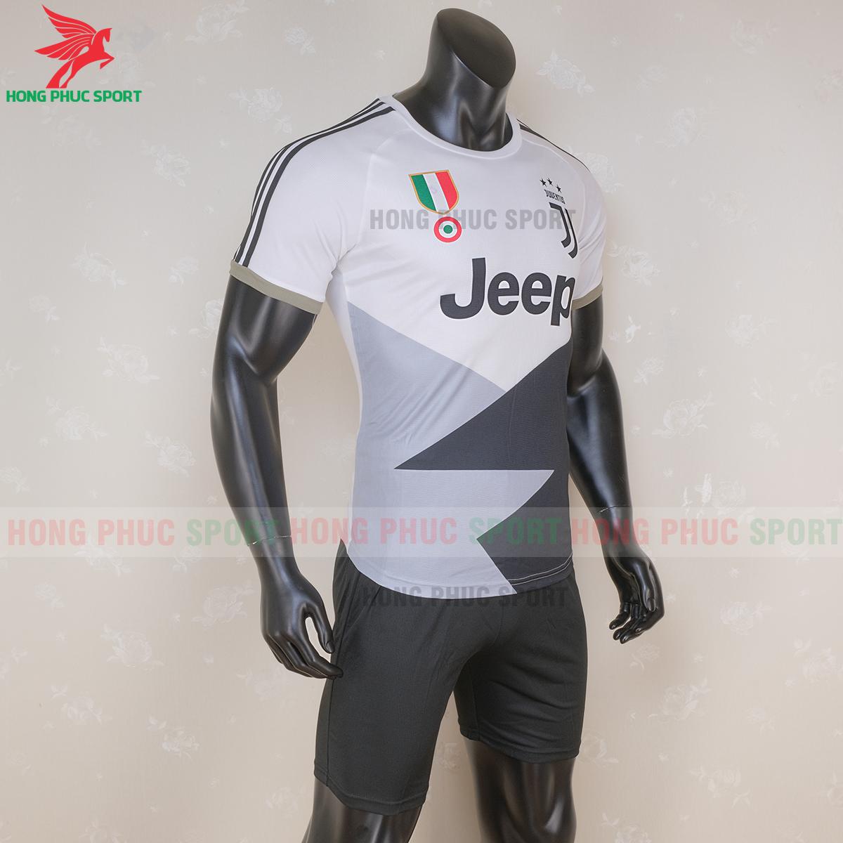 Áo đấu Juventus 2020 phiên bản Fan 3 (phải)
