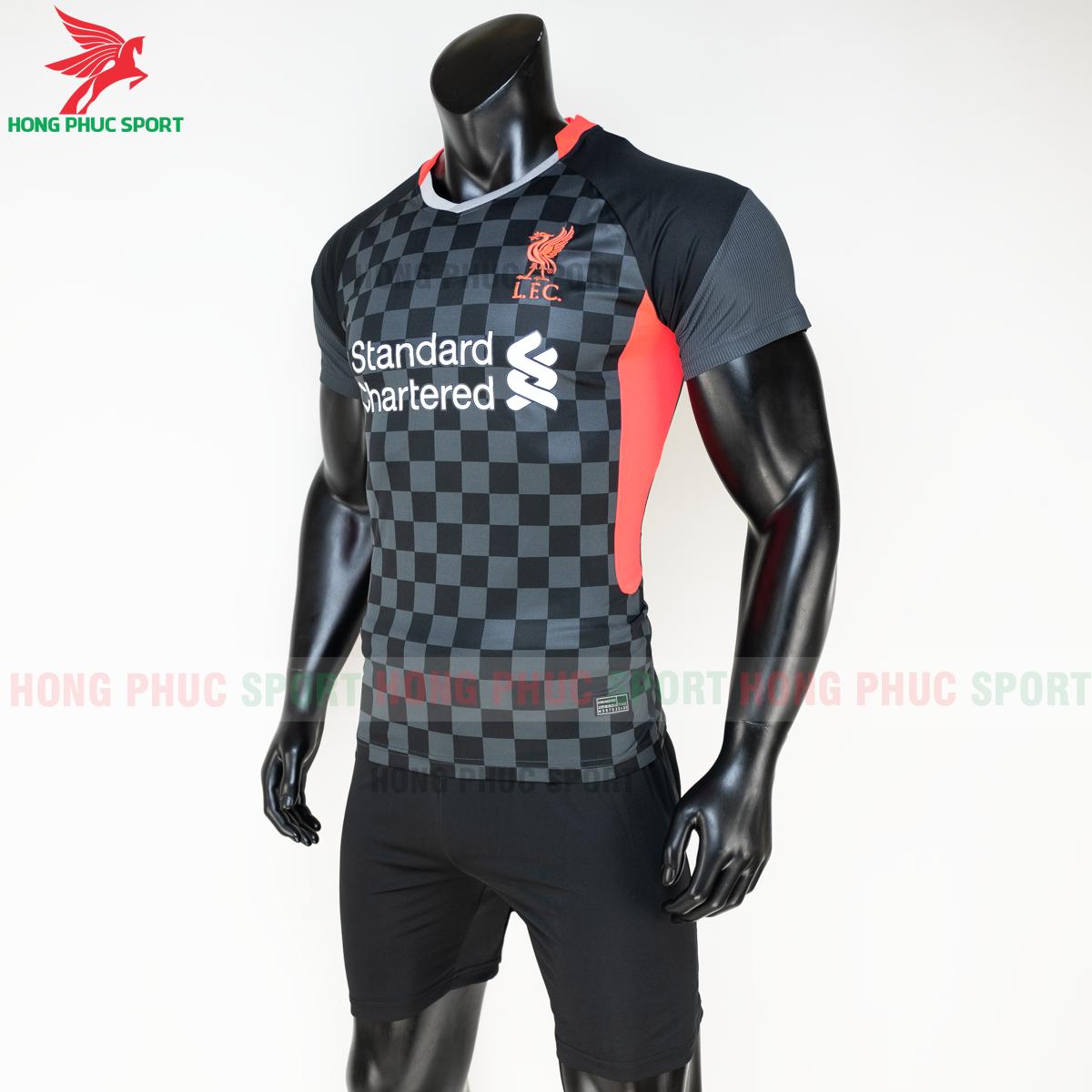 Áo đá banh Liverpool2020 2021 mẫu thứ 3 (trái)