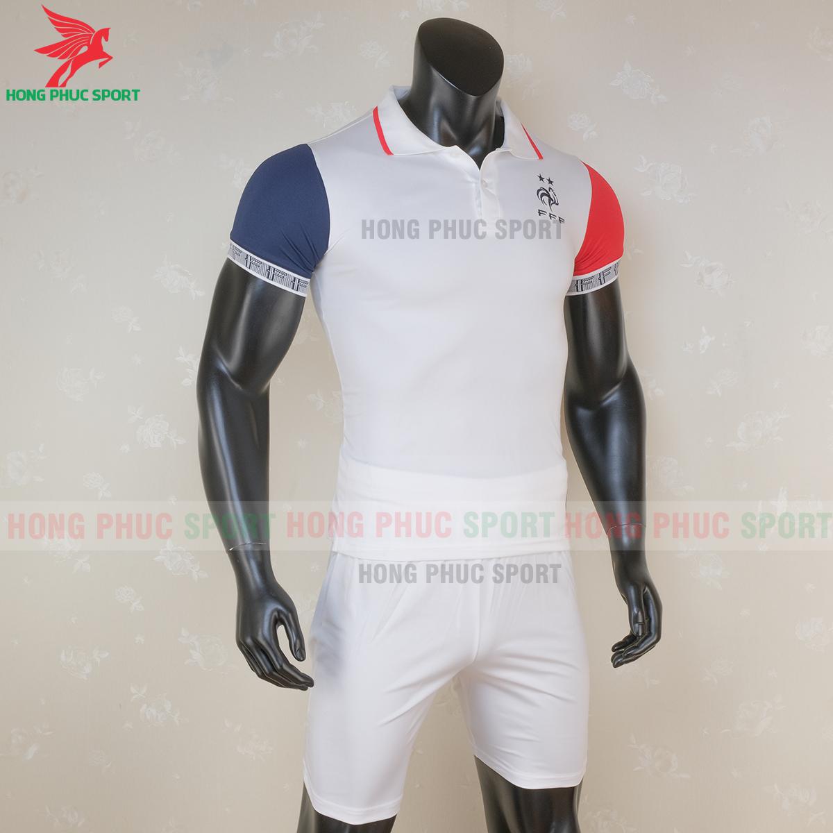 Áo Polo tuyển Pháp 2020 (phải)