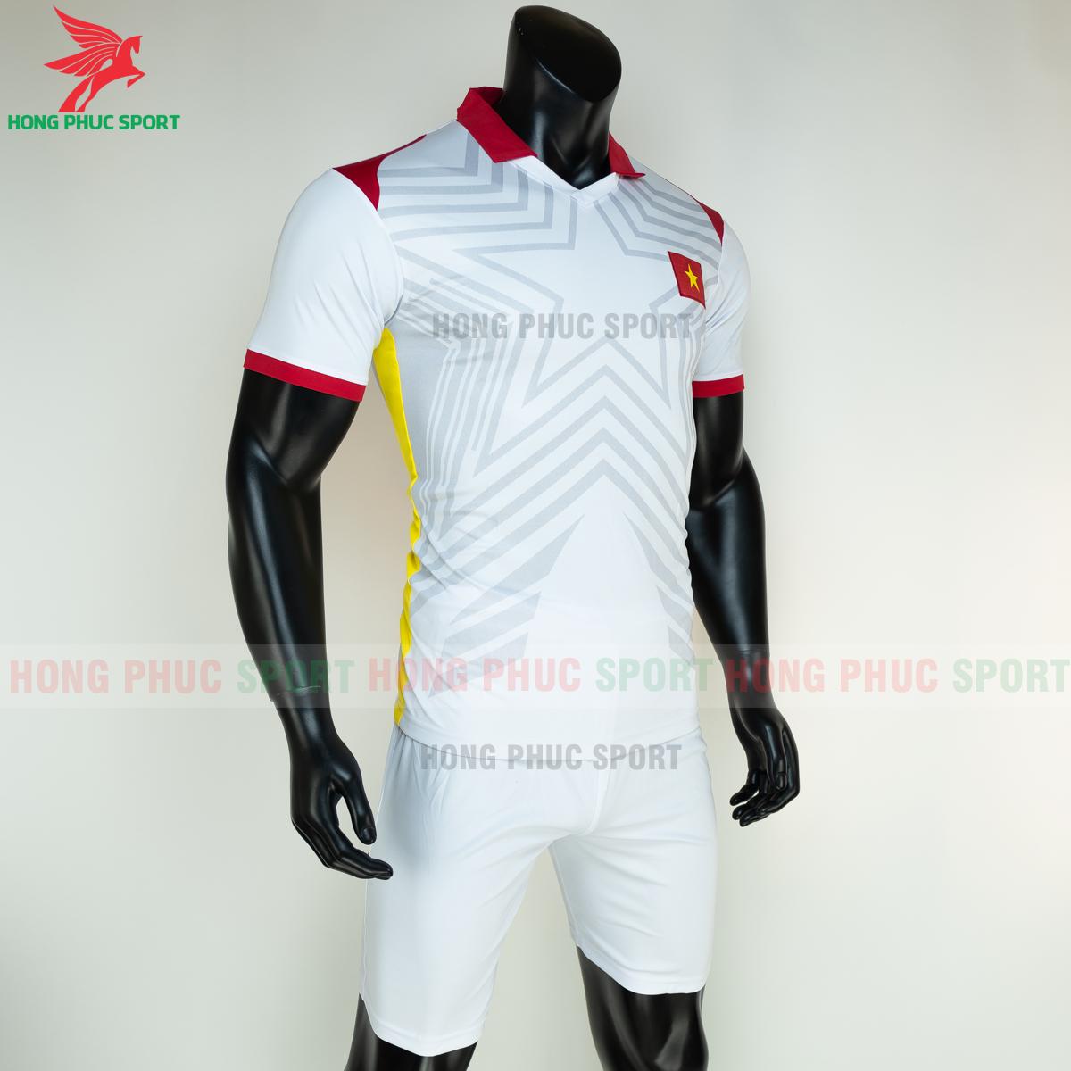 Áo bóng đá tuyển Việt Namsân khách 2021(phải)