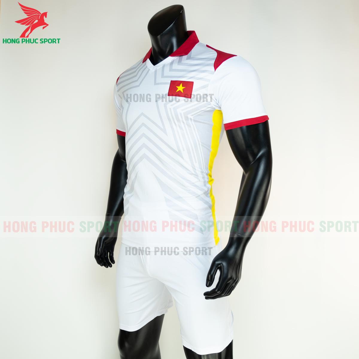 Áo bóng đá tuyển Việt Namsân khách 2021(trái)