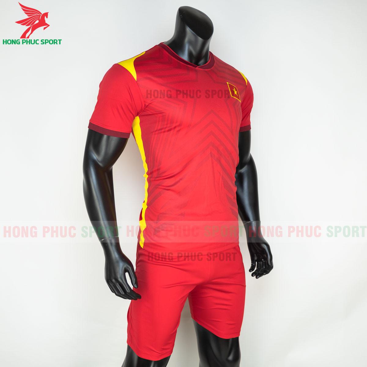 Áo bóng đá tuyển Việt Namsân nhà 2021(phải)