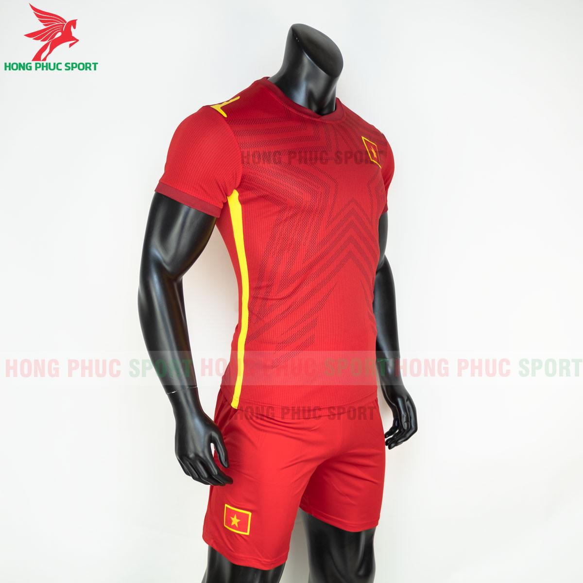 Áo đấu tuyển Việt Nam 2021 sân nhà (trái)