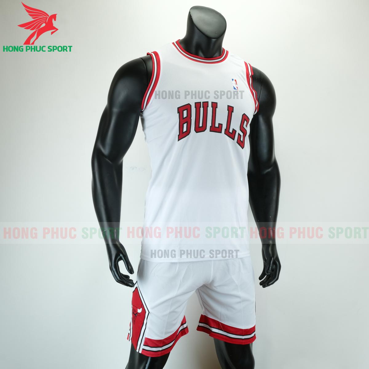 Áo bóng rổ Bulls 2020 màu trắng (phải)