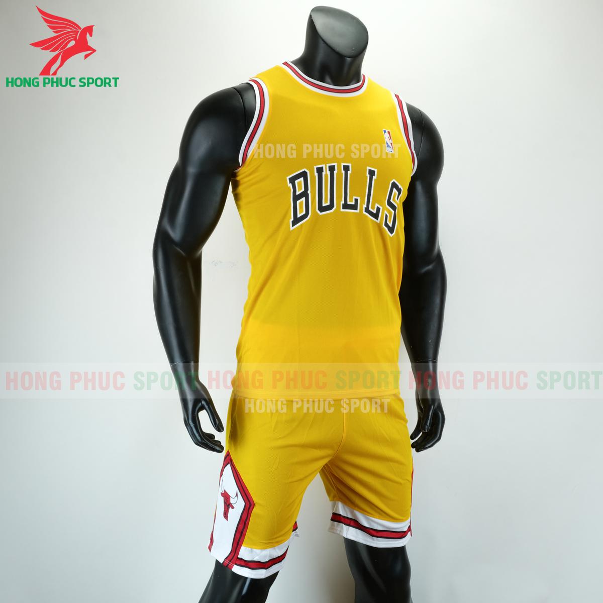 Áo bóng rổ Bulls 2020 màu vàng (phải)