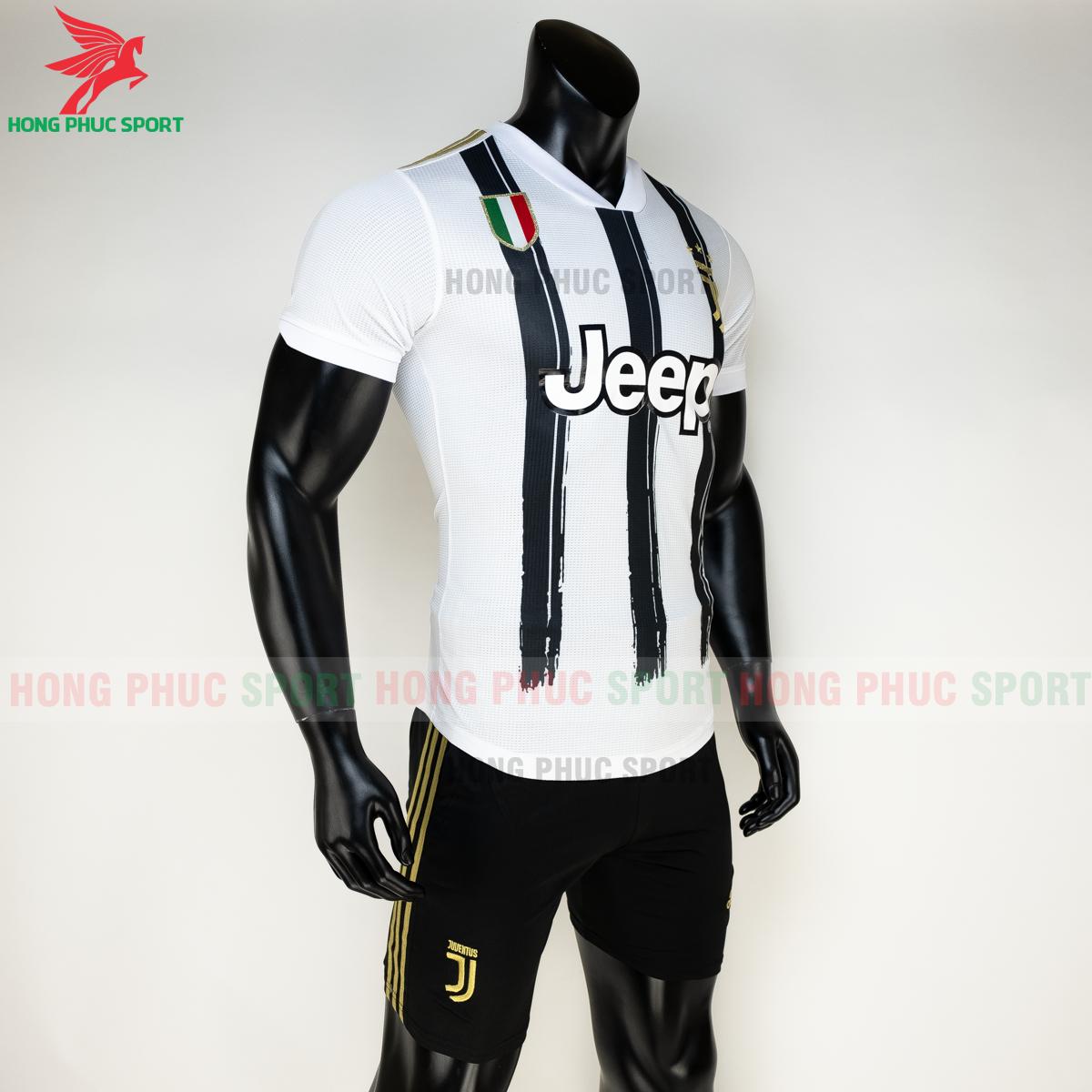 Áo đấu Juventus 2020 sân nhà mẫu 2 hàng Thailand (phải)