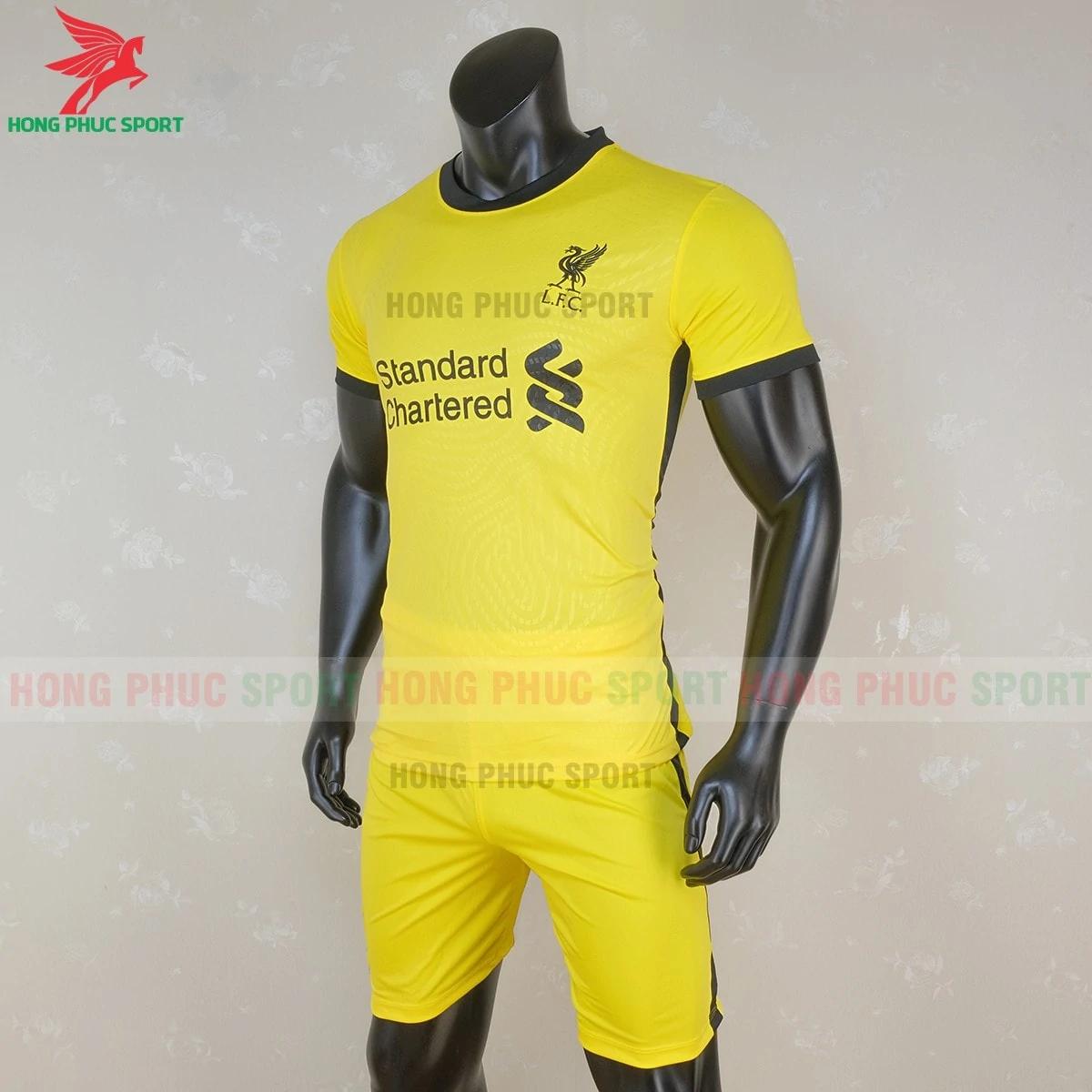 Áo thủ môn Liverpool 2020 màu vàng (trái)