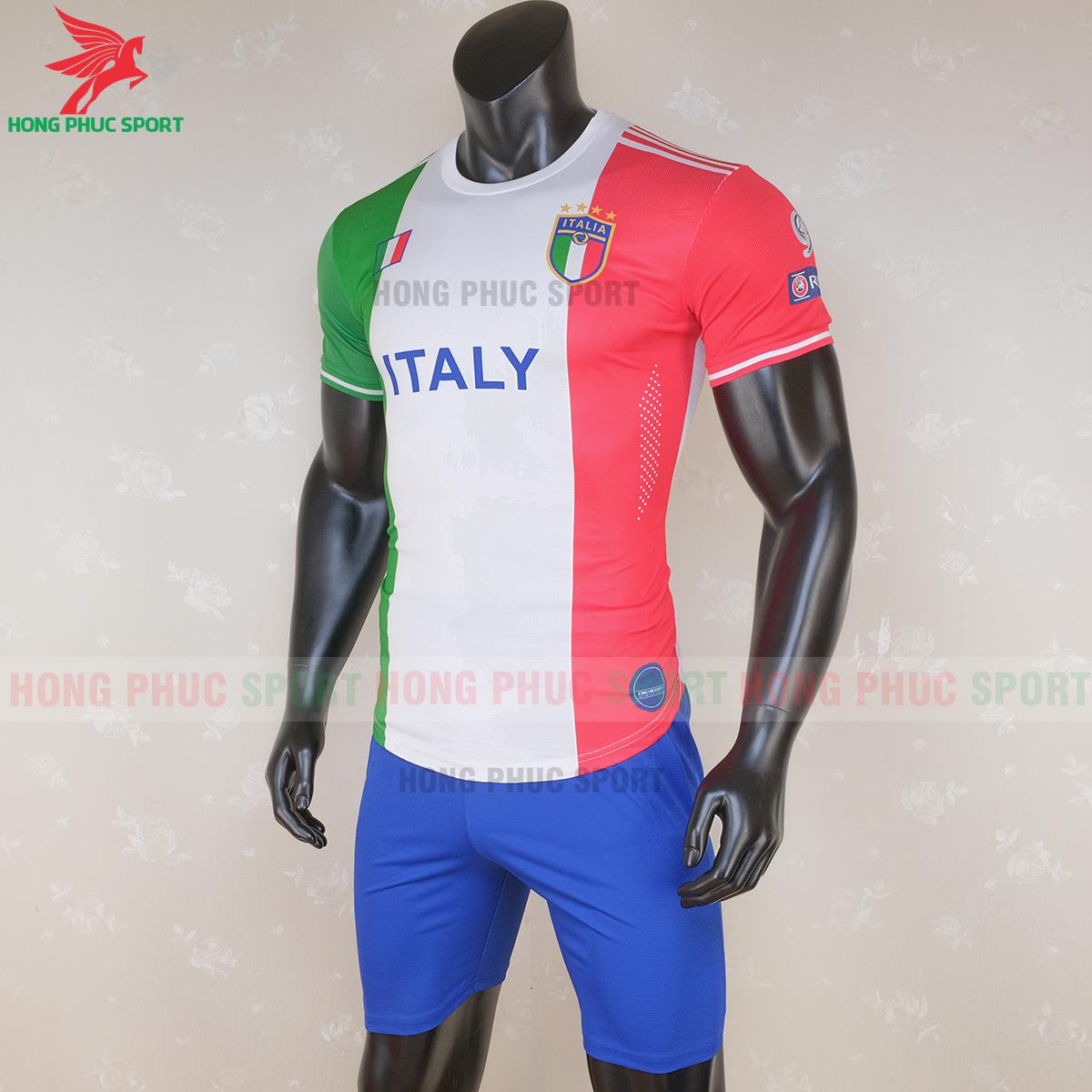 Áo đấu tuyển Italia 2020 phiên bản fan (trái)