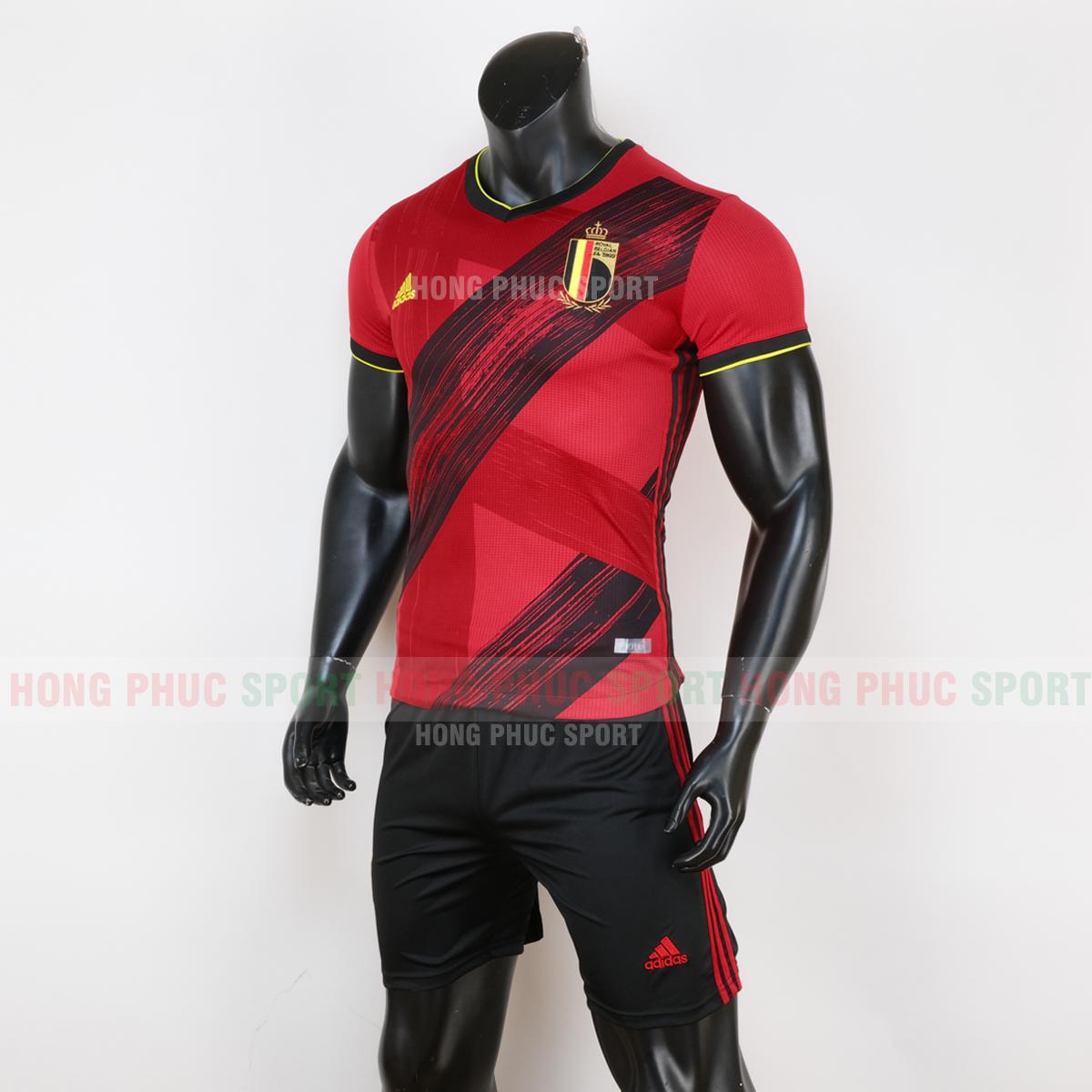 https://cdn.hongphucsport.com/unsafe/cdn.hongphucsport.com/dothethao.net.vn/wp-content/uploads/2019/12/ao-bong-da-doi-tuyen-bi-san-nha-euro-2020-mau-do-5.png