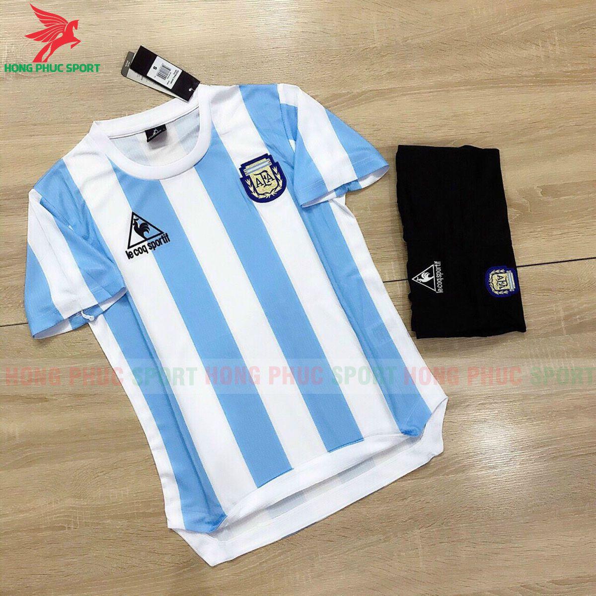 https://cdn.hongphucsport.com/unsafe/s4.shopbay.vn/files/285/ao-bong-da-argentina-1986-world-cup-60f2644fa1b3a.jpg