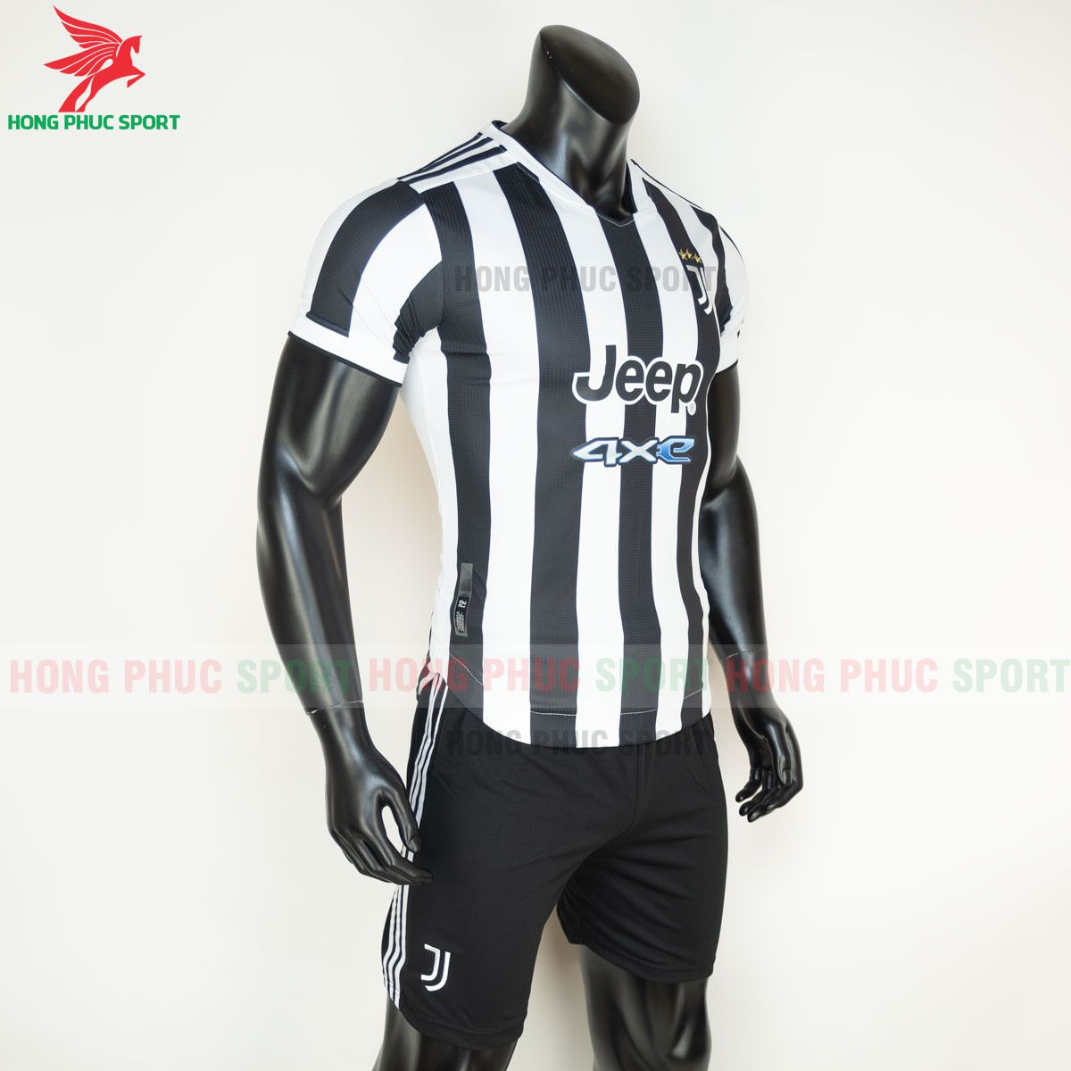 https://cdn.hongphucsport.com/unsafe/s4.shopbay.vn/files/285/ao-bong-da-juventus-2021-2022-san-nha-hang-thai-4-60d3095bdfba3.jpg