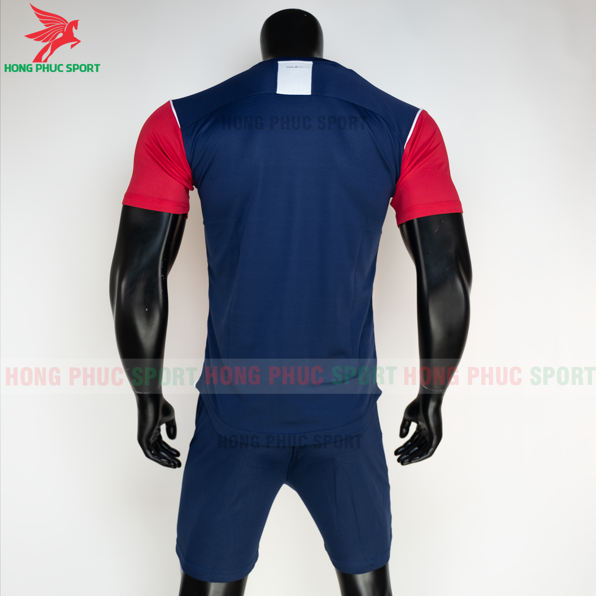 https://cdn.hongphucsport.com/unsafe/s4.shopbay.vn/files/285/ao-bong-da-khong-logo-bulbal-hades-mau-do-8-604f2f513a3c8.png