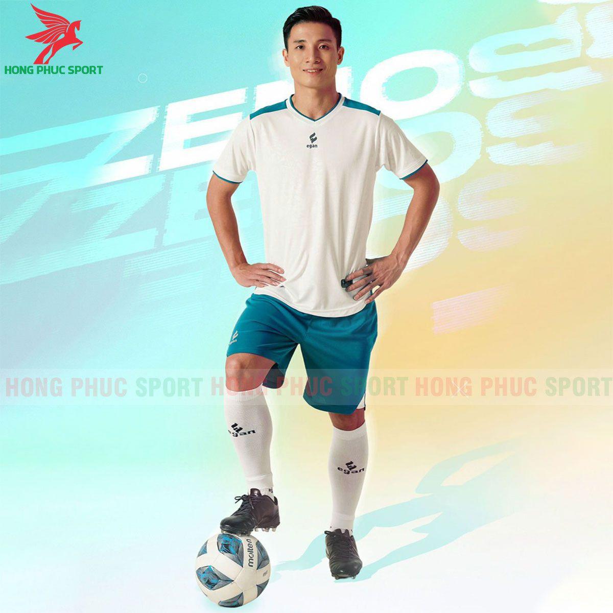 https://cdn.hongphucsport.com/unsafe/s4.shopbay.vn/files/285/ao-bong-da-khong-logo-egan-2021-zenos-trang-60f543641c5fe.jpg