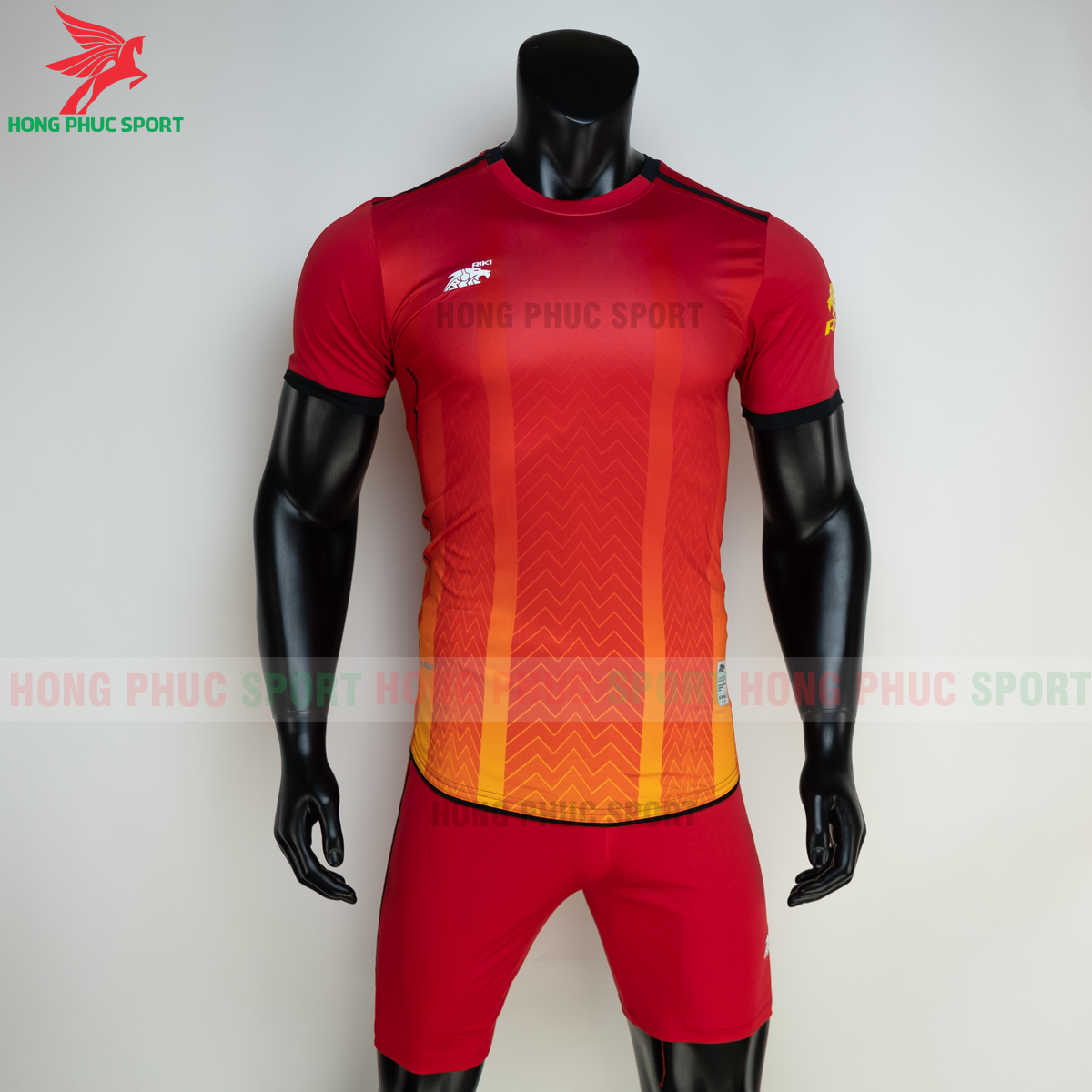 https://cdn.hongphucsport.com/unsafe/s4.shopbay.vn/files/285/ao-bong-da-khong-logo-riki-furior-mau-do-2-605013a65190c.png