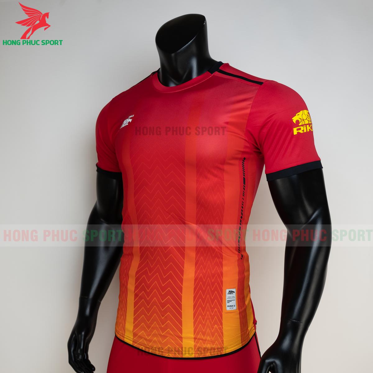 https://cdn.hongphucsport.com/unsafe/s4.shopbay.vn/files/285/ao-bong-da-khong-logo-riki-furior-mau-do-3-605013a7b5a05.png