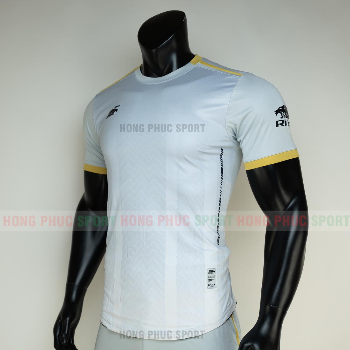 https://cdn.hongphucsport.com/unsafe/s4.shopbay.vn/files/285/ao-bong-da-khong-logo-riki-furior-mau-trang-3-605014c869d41.png