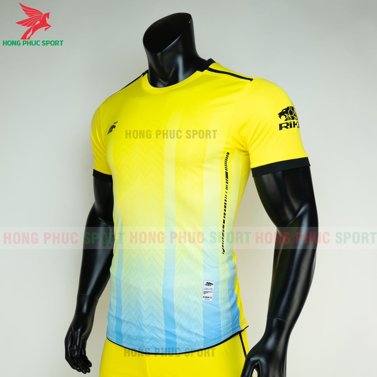 https://cdn.hongphucsport.com/unsafe/s4.shopbay.vn/files/285/ao-bong-da-khong-logo-riki-furior-mau-vang-3-605016220de02.png