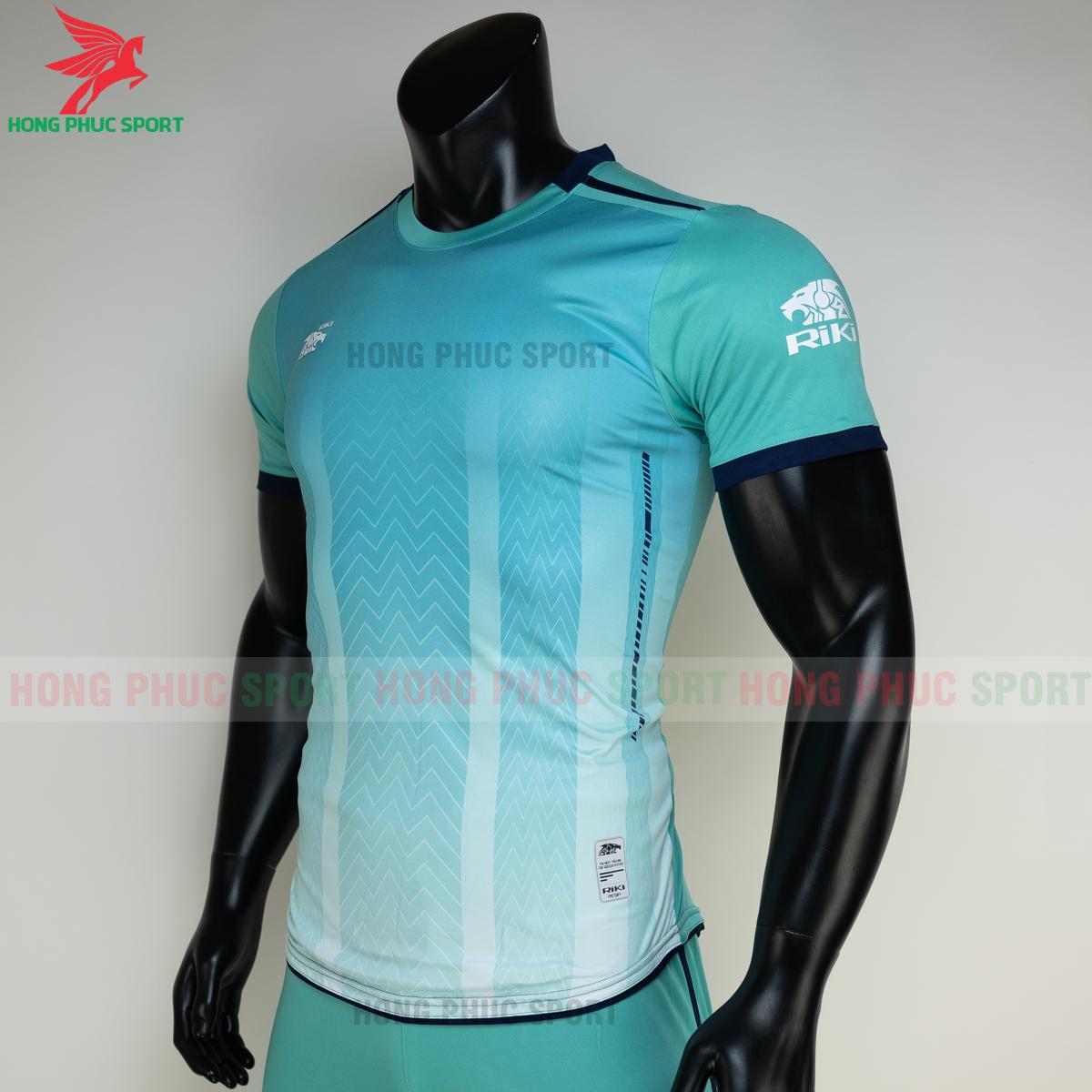 https://cdn.hongphucsport.com/unsafe/s4.shopbay.vn/files/285/ao-bong-da-khong-logo-riki-furior-mau-xanh-ngoc-3-60501a2086aeb.png