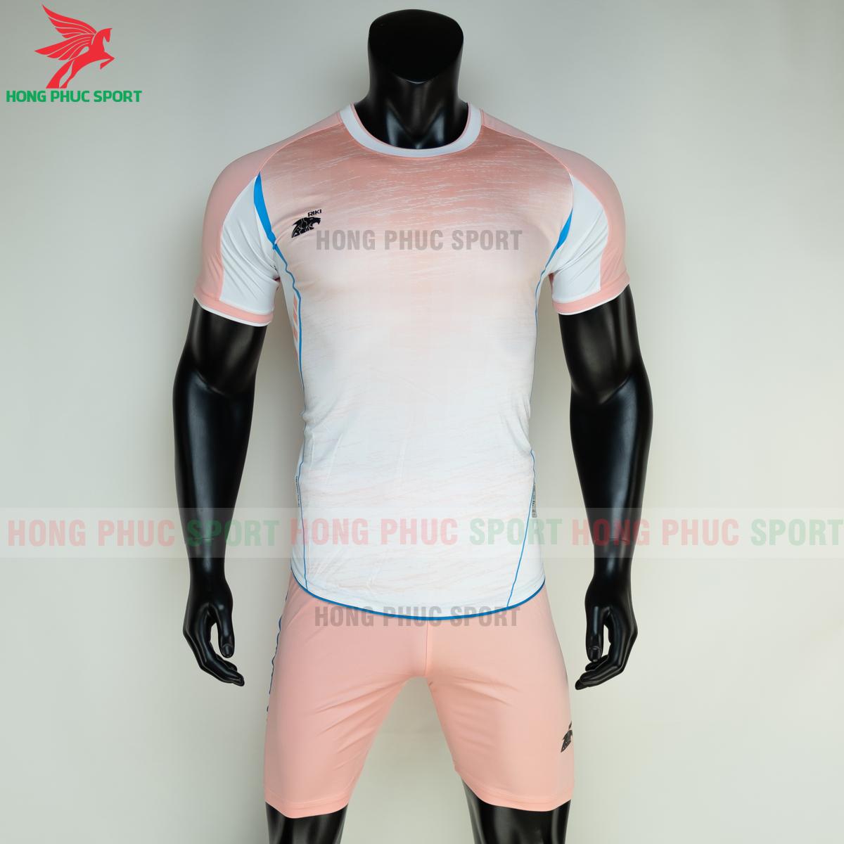 https://cdn.hongphucsport.com/unsafe/s4.shopbay.vn/files/285/ao-bong-da-khong-logo-riki-grambor-mau-hong-2-6050611187462.png
