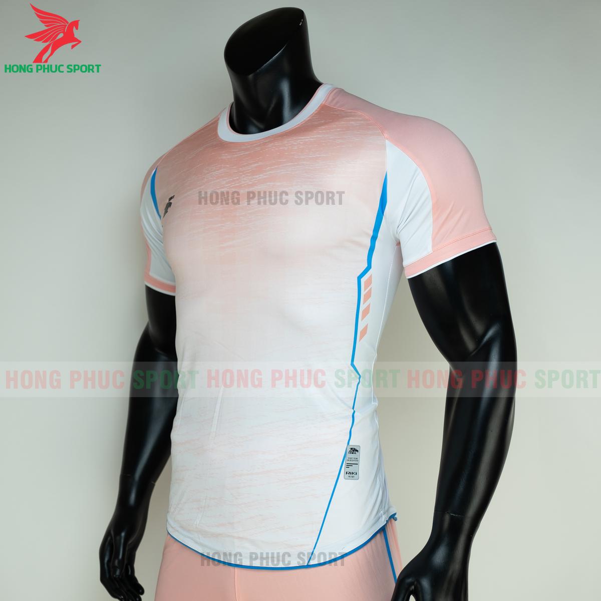 https://cdn.hongphucsport.com/unsafe/s4.shopbay.vn/files/285/ao-bong-da-khong-logo-riki-grambor-mau-hong-3-60506112e8b8e.png