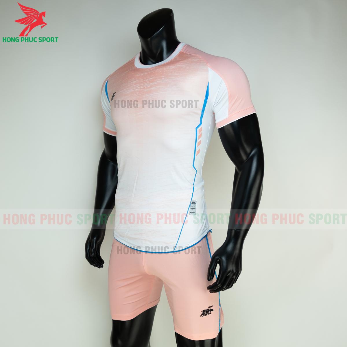 https://cdn.hongphucsport.com/unsafe/s4.shopbay.vn/files/285/ao-bong-da-khong-logo-riki-grambor-mau-hong-4-6050611485120.png