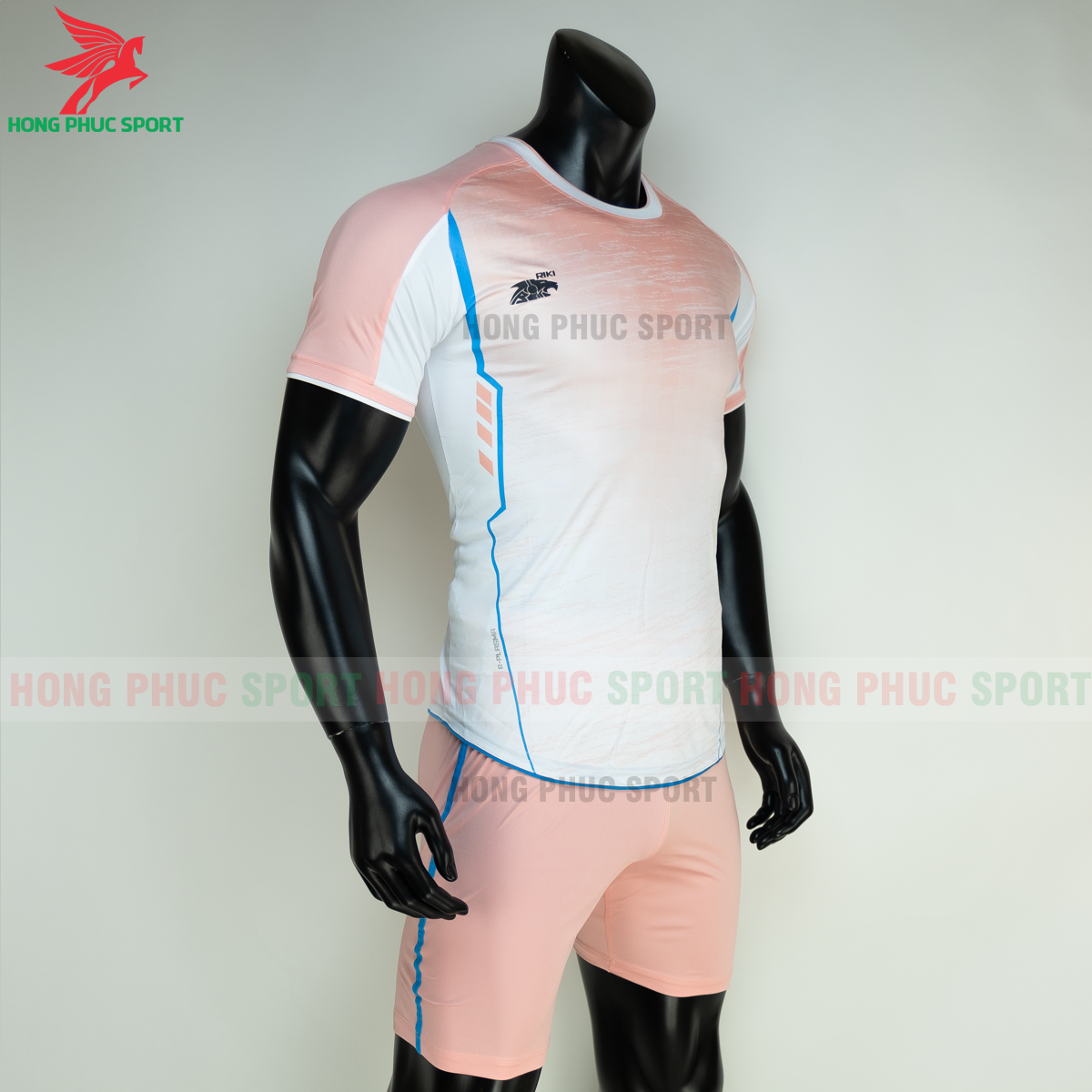 https://cdn.hongphucsport.com/unsafe/s4.shopbay.vn/files/285/ao-bong-da-khong-logo-riki-grambor-mau-hong-6-60506118a0d4b.png