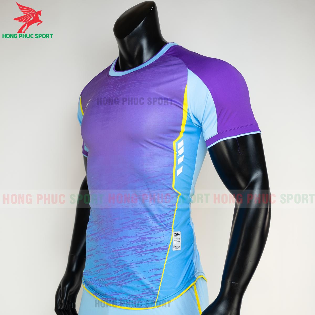 https://cdn.hongphucsport.com/unsafe/s4.shopbay.vn/files/285/ao-bong-da-khong-logo-riki-grambor-mau-xanh-da-3-60506183b3a35.png