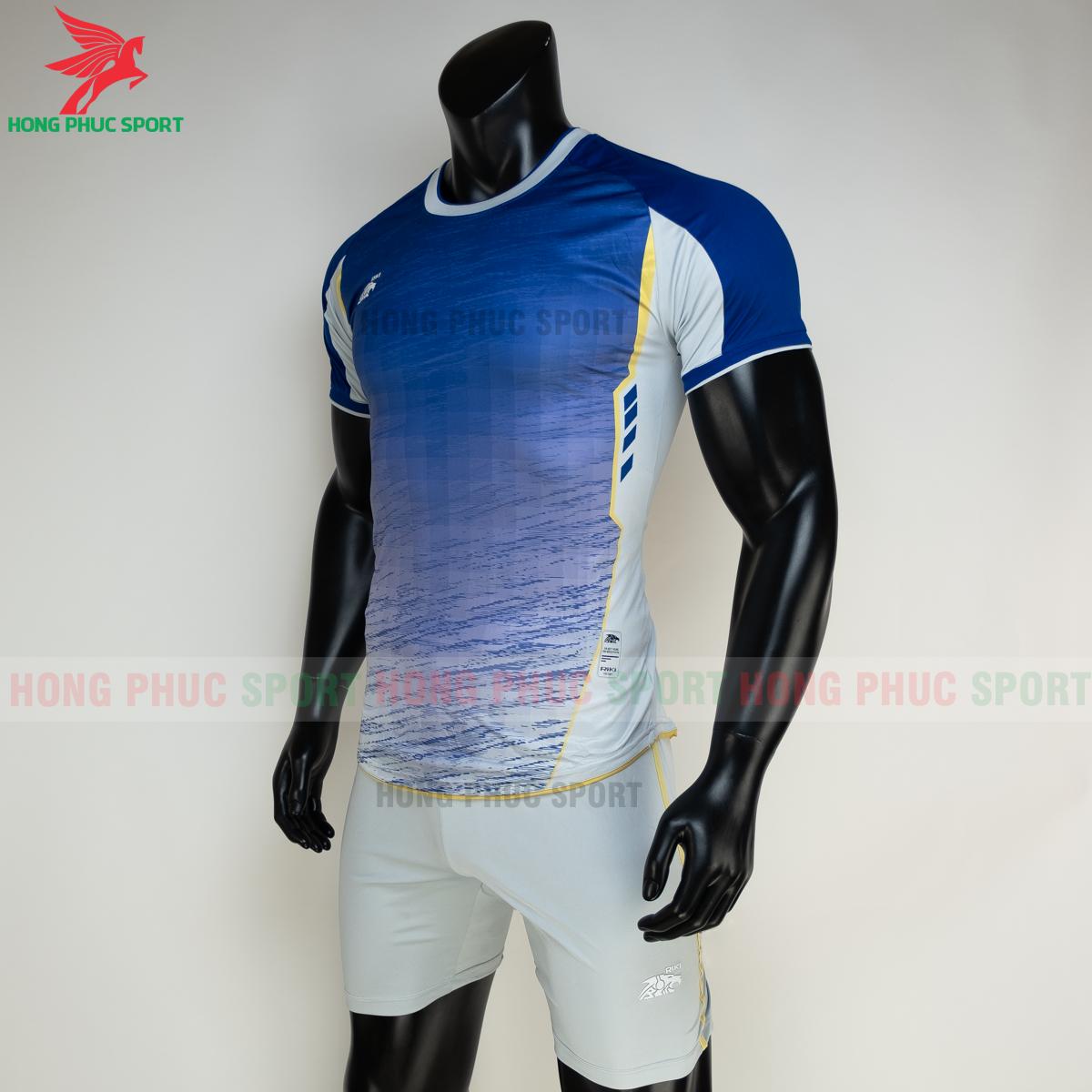 https://cdn.hongphucsport.com/unsafe/s4.shopbay.vn/files/285/ao-bong-da-khong-logo-riki-grambor-mau-xanh-duong-3-6050613881a29.png