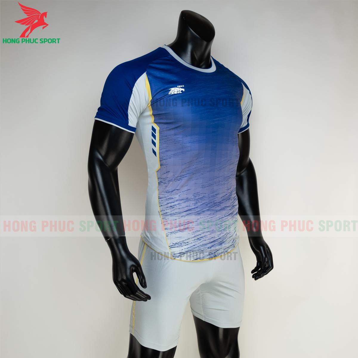 https://cdn.hongphucsport.com/unsafe/s4.shopbay.vn/files/285/ao-bong-da-khong-logo-riki-grambor-mau-xanh-duong-6-6050613ec9885.png