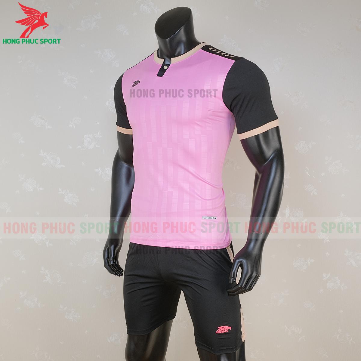 https://cdn.hongphucsport.com/unsafe/s4.shopbay.vn/files/285/ao-bong-da-khong-logo-riki-neck-mau-hong-3-5f71a0ff45856.png