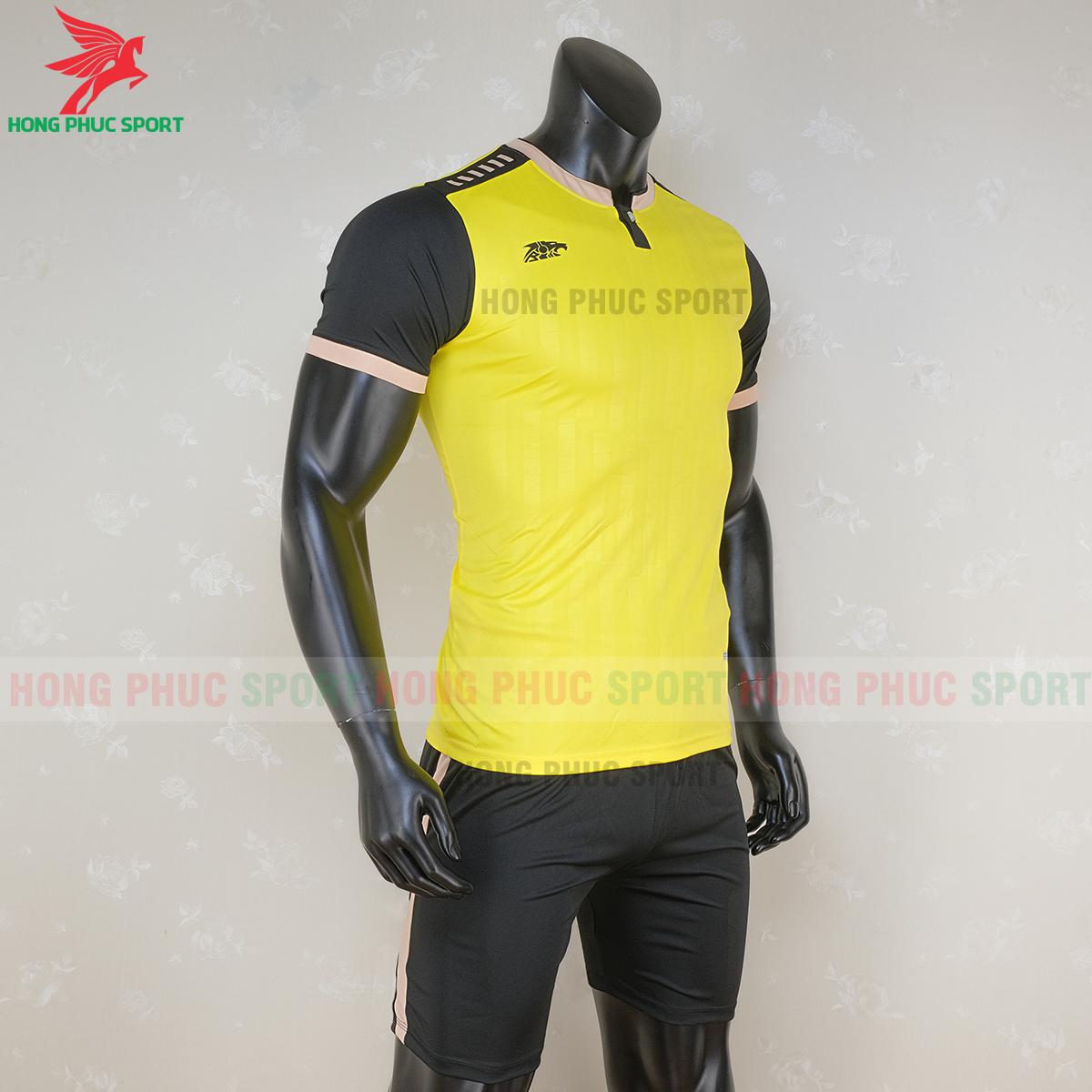 https://cdn.hongphucsport.com/unsafe/s4.shopbay.vn/files/285/ao-bong-da-khong-logo-riki-neck-mau-vang-1-5f71ae054668a.png
