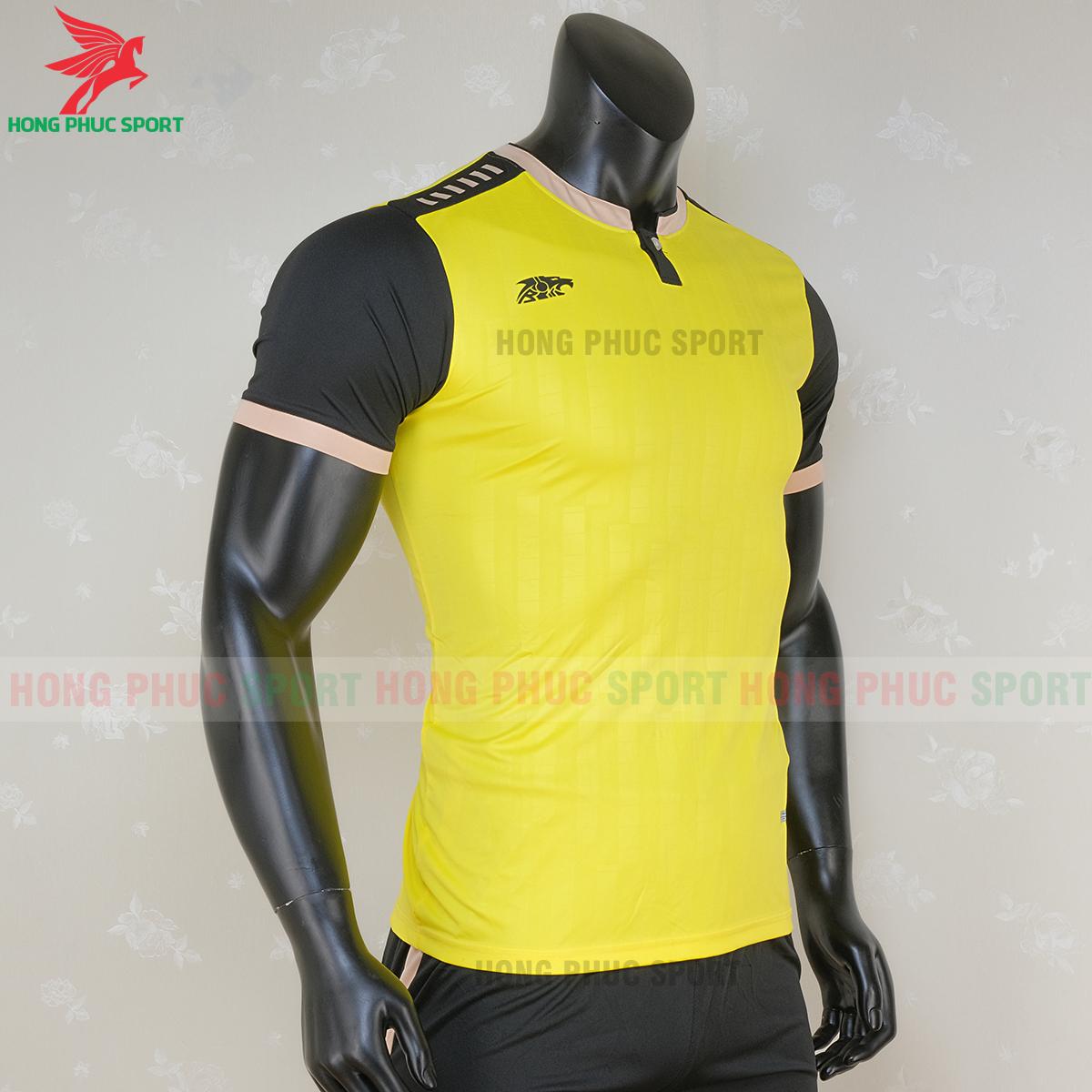 https://cdn.hongphucsport.com/unsafe/s4.shopbay.vn/files/285/ao-bong-da-khong-logo-riki-neck-mau-vang-2-5f71ae086e70a.png