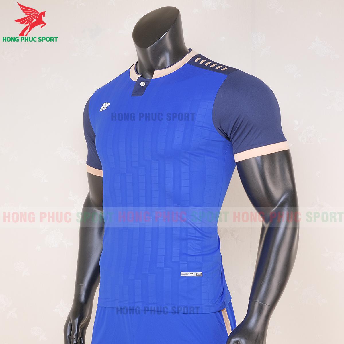 https://cdn.hongphucsport.com/unsafe/s4.shopbay.vn/files/285/ao-bong-da-khong-logo-riki-neck-xanh-duong-3-5f71afd4aac8c.png