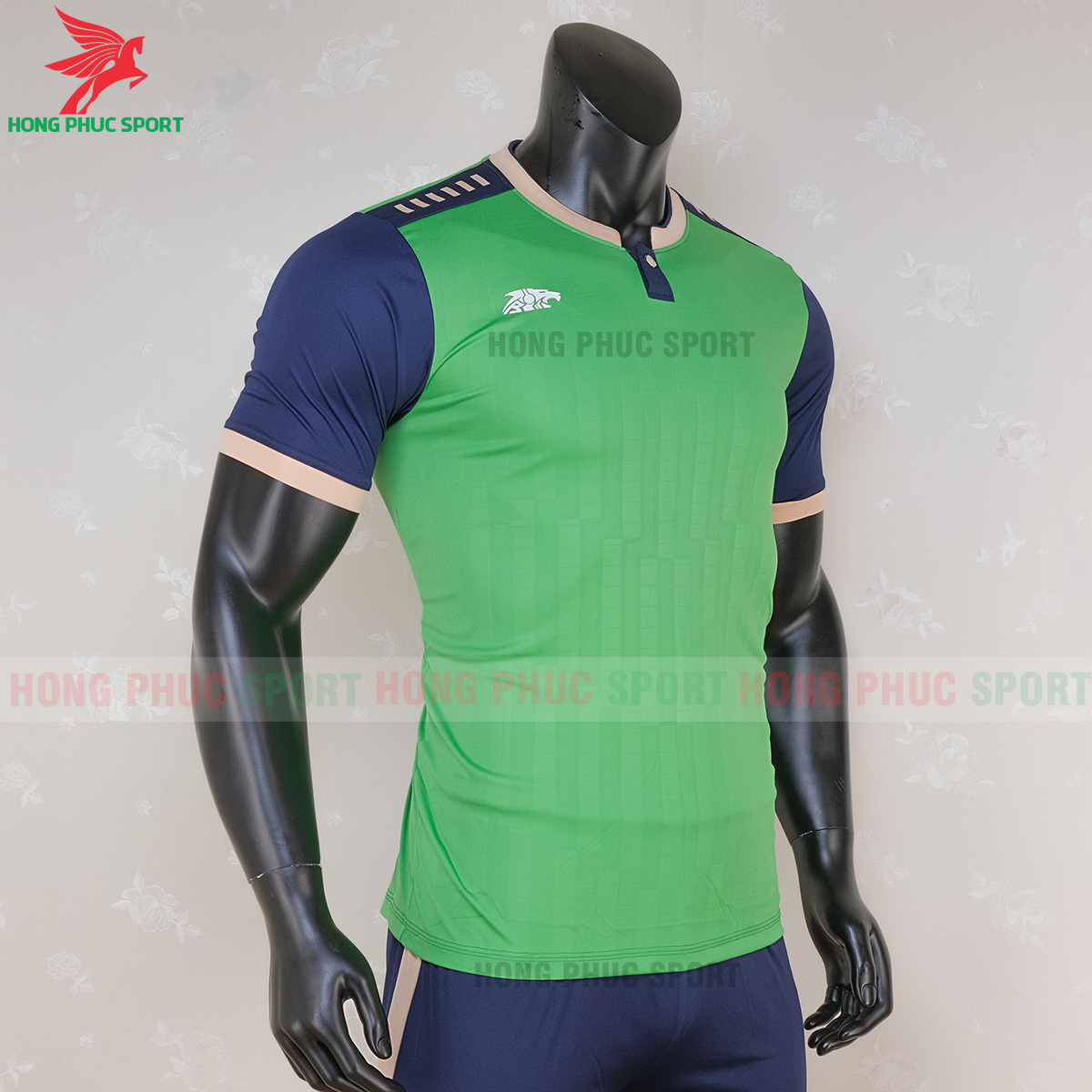 https://cdn.hongphucsport.com/unsafe/s4.shopbay.vn/files/285/ao-bong-da-khong-logo-riki-neck-xanh-la-cay-3-5f71aa9ed7c4f.png