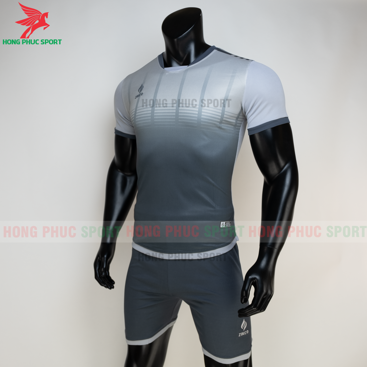 https://cdn.hongphucsport.com/unsafe/s4.shopbay.vn/files/285/ao-bong-da-khong-logo-zikco-z01-mau-den-4-605024ec0480b.png