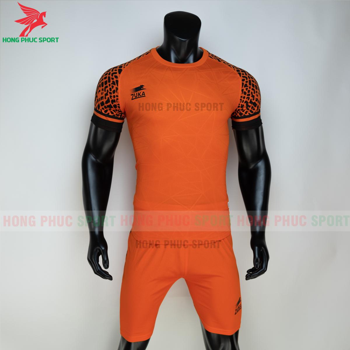 https://cdn.hongphucsport.com/unsafe/s4.shopbay.vn/files/285/ao-bong-da-khong-logo-zuka-02-mau-cam-60502f72c5d73.png