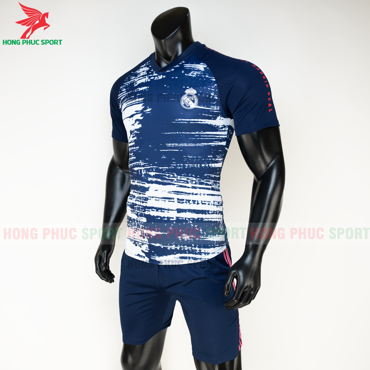 https://cdn.hongphucsport.com/unsafe/s4.shopbay.vn/files/285/ao-bong-da-real-madrid-20-21-pre-match-hang-thailand-4-5faf55e6a0b7a.png