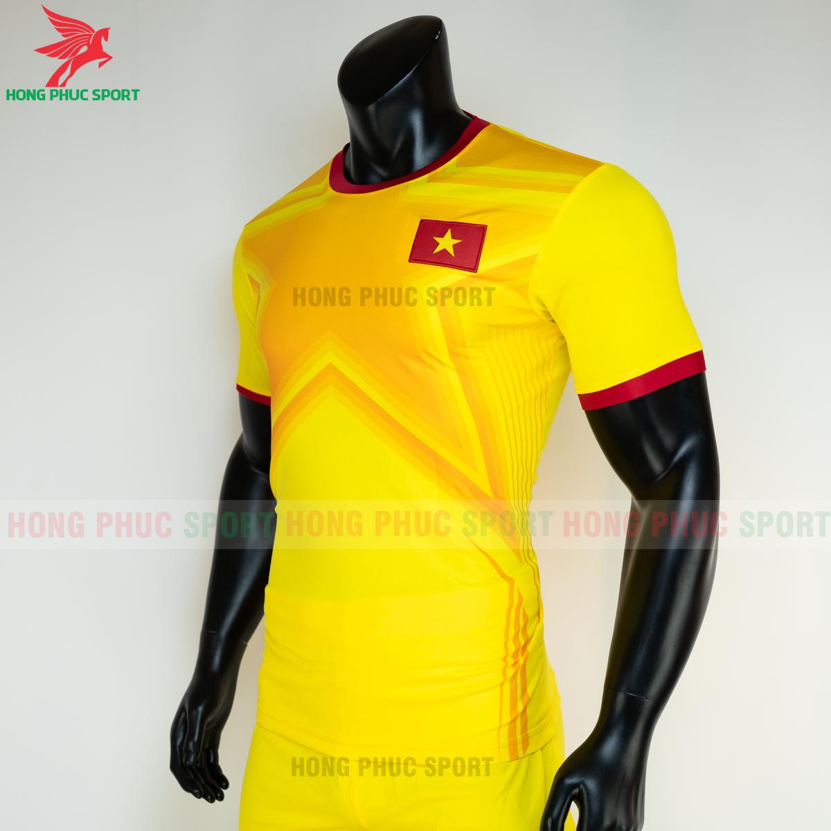 https://cdn.hongphucsport.com/unsafe/s4.shopbay.vn/files/285/ao-bong-da-thu-mon-viet-nam-2021-san-khach-3-6050396118962.png