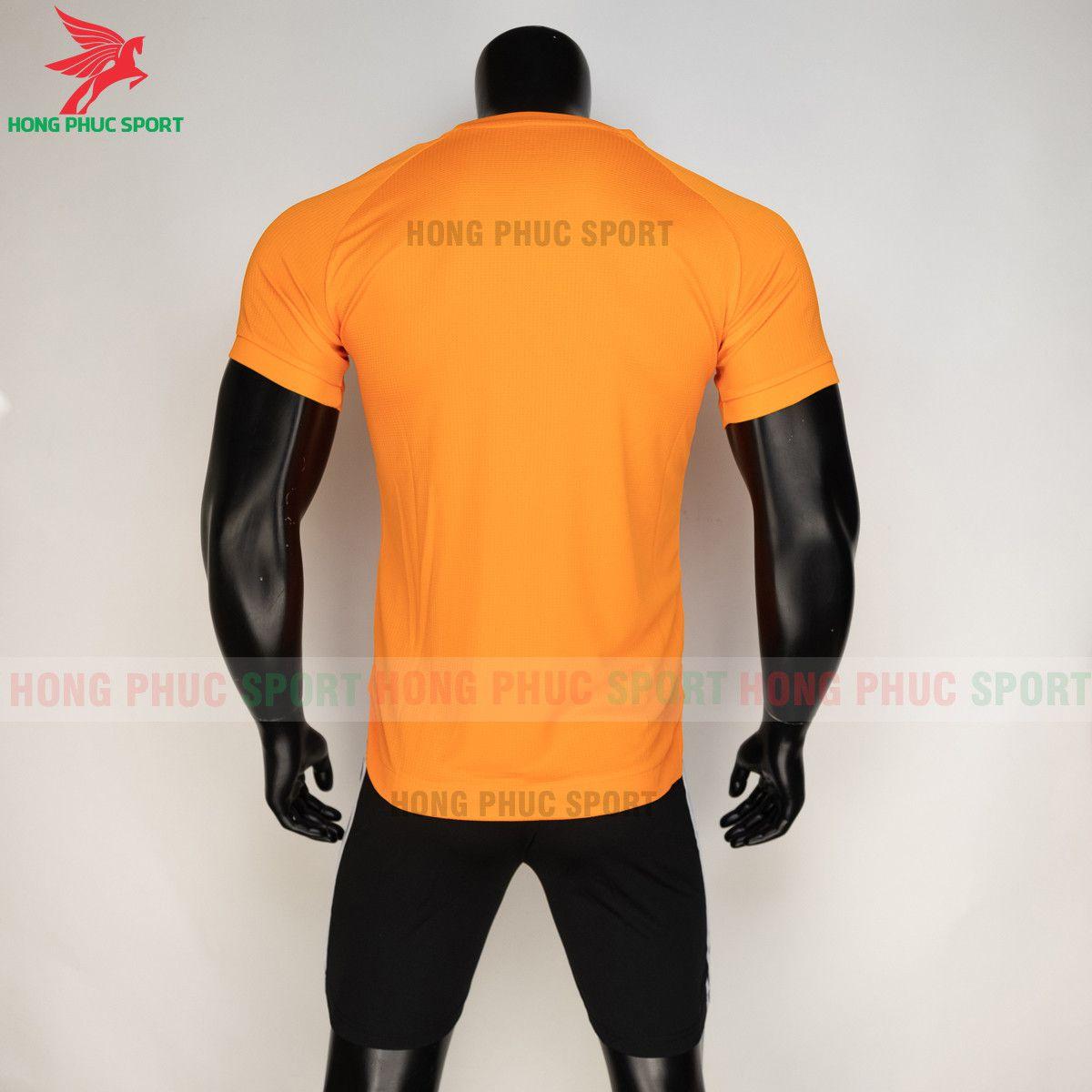 https://cdn.hongphucsport.com/unsafe/s4.shopbay.vn/files/285/ao-bong-da-training-man-utd-2020-21-mau-cam-thailand-6155832f6b2ab.jpg
