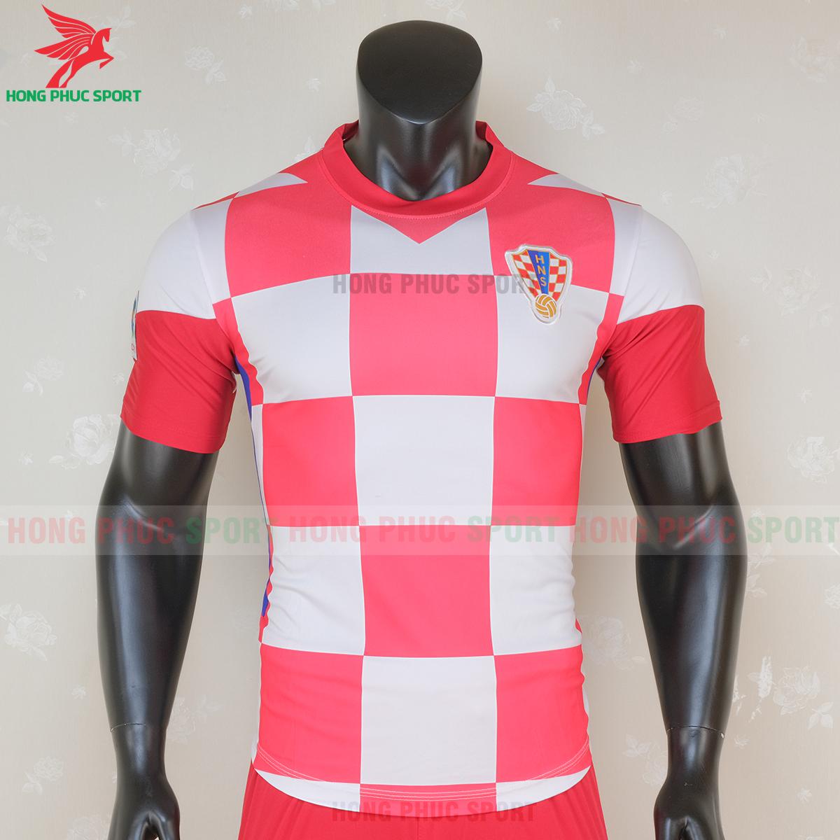 https://cdn.hongphucsport.com/unsafe/s4.shopbay.vn/files/285/ao-bong-da-tuyen-croatia-2020-san-nha-5-5f7149392c2f0.png