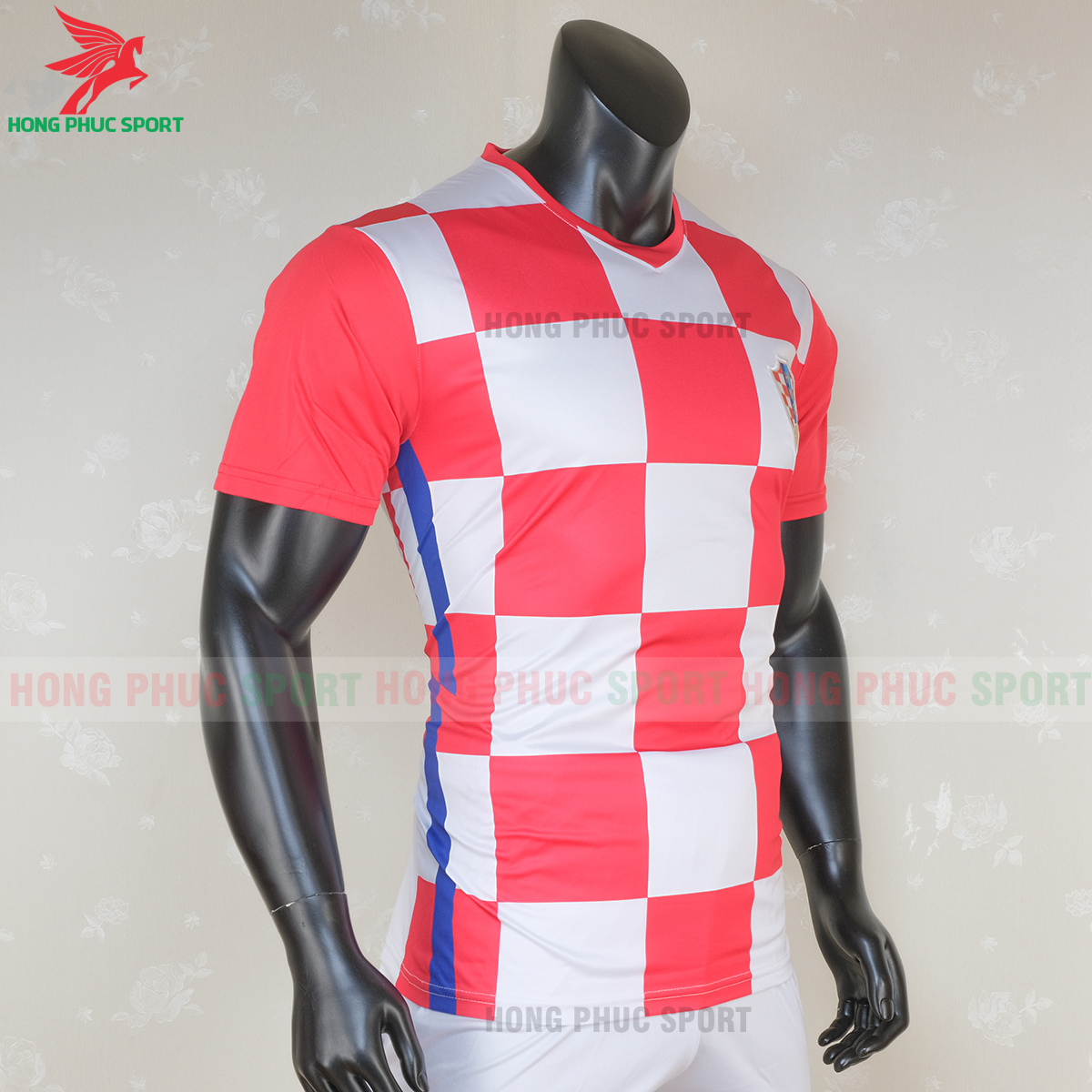 https://cdn.hongphucsport.com/unsafe/s4.shopbay.vn/files/285/ao-bong-da-tuyen-croatia-2020-san-nha-mau-1-4-5f7147d177b72.png