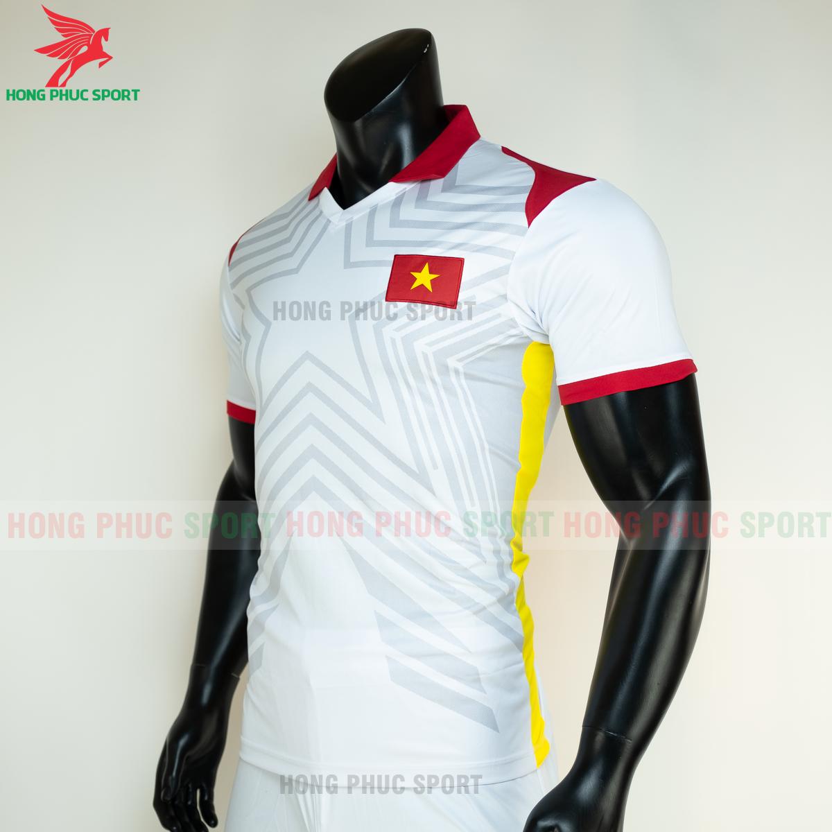 https://cdn.hongphucsport.com/unsafe/s4.shopbay.vn/files/285/ao-bong-da-tuyen-viet-nam-2021-san-khach-5-6050381d61ecc.png