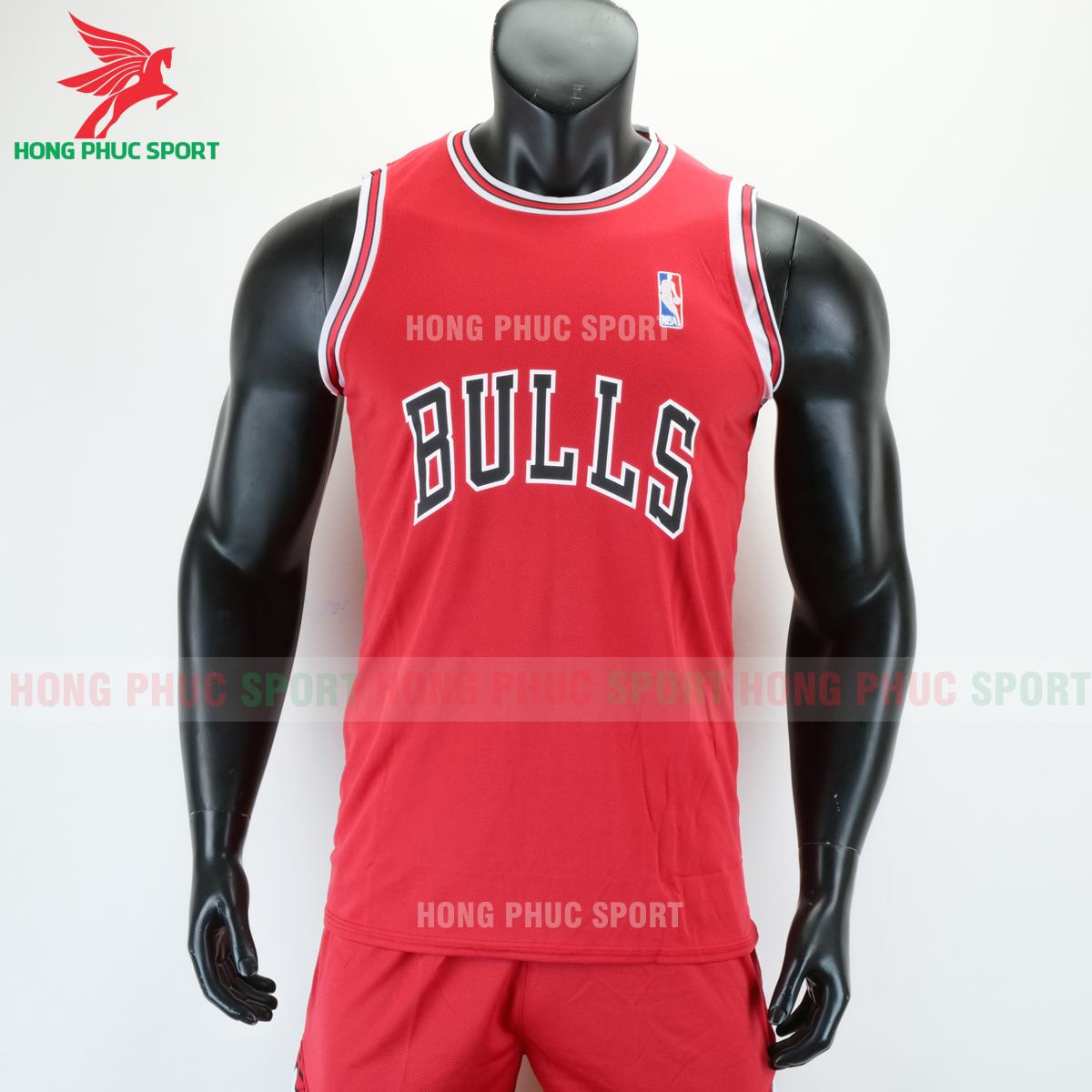 https://cdn.hongphucsport.com/unsafe/s4.shopbay.vn/files/285/ao-bong-ro-bulls-mau-do-5-5f76dc0324d5a.png
